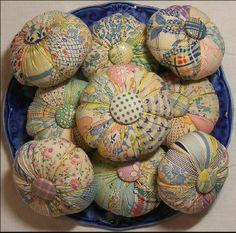 Perky Pincushion Group- This is a group of pincushions made from an old quilt from the The fabrics include cotton feed sacks and novelty prints. by Christen Brown Sewing Hacks, Sewing Crafts, Sewing Projects, Sewing Kits, Sewing Tools, Old Quilts, Vintage Quilts, Vintage Linen, Vintage Sewing Notions