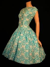 Vintage Fashion: very cute light blue and white floral dress. Like the neckline!