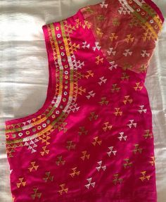 Hand embroidery designer blouse suites for all Saree Saree Blouse Neck Designs, Fancy Blouse Designs, Bridal Blouse Designs, Blouse Patterns, Hand Work Blouse Design, Stylish Blouse Design, Kutch Work Designs, Hand Embroidery, Saree Embroidery Design