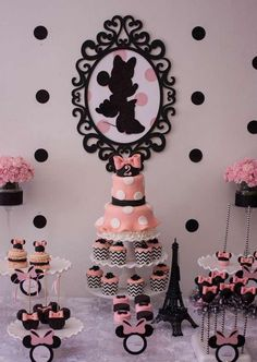 Minnie mouse in paris birthday party! see more party planning ideas Minnie Mouse Rosa, Minnie Mouse Theme, Minnie Mouse Baby Shower, Mickey Mouse, Paris Birthday Parties, Paris Party, Minnie Birthday, Girl Birthday, Birthday Ideas