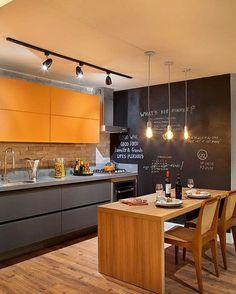 Uma cozinha com muita personalidade.., Inspiração✔️ #arquiteturadeinteriores #cozinha #arquitetura #archdecor #archdesign #archlovers #interiores #instahome #instadecor #instadesign #design #detalhes #produção #decoreseuestilo #decor #decorando #decordesign #luxury #decorlovers #decoração #decoration #homestyle #homedecor #homedesign #decorhome #home #cozinha #cuisine #decorazione #referencia