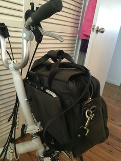 Filson padded computer bag gently modified to attach to Brompton luggage frame. Works perfectly and looks great #Filson #Brompton