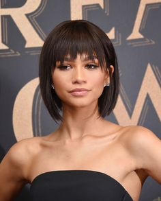 """Zendaya Coleman Photos - Actress and model Zendaya attends the """"The Greatest Showman"""" World Premiere aboard the Queen Mary 2 at the Brooklyn Cruise Terminal on December 2017 in the Brooklyn borough of New York City. - 'The Greatest Showman' World Premiere Messy Haircut, Haircut For Thick Hair, Short Hair With Bangs, Short Hair Cuts, Zendaya Coleman, Bob Hairstyles With Bangs, Straight Hairstyles, Zendaya Hairstyles, Casual Hairstyles"""