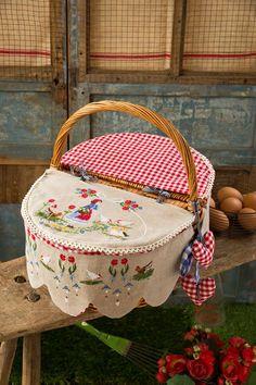 Fashion and Lifestyle Cross Stitching, Cross Stitch Embroidery, Cross Stitch Patterns, Modern Embroidery, Embroidery Patterns, Home Crafts, Diy And Crafts, Wedding Gift Baskets, Wicker Picnic Basket