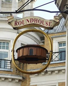 TRADITION: LES PUBS ANGLAIS Metal Signage, Shop Signage, Blade Sign, Storefront Signs, British Pub, Old Pub, Pub Signs, Round House, Advertising Signs