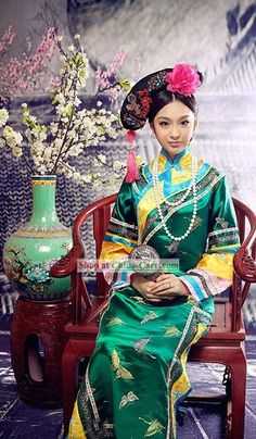 Traditional Chinese Qing Dynasty Manchu Princess Clothing for Women Traditional Fashion, Traditional Dresses, Traditional Chinese, Asian Woman, Asian Girl, Geisha, Princess Outfits, Chinese Clothing, Oriental Fashion