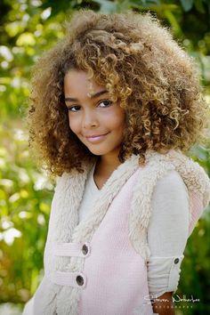 gorgeous curls, big hair, natural hair,love it! :) kiiiiiiinda want to dye my hair like this. :P Beautiful hair color. Pelo Natural, Natural Curls, Natural Beauty, Big Hair, Your Hair, Short Hair, Beautiful Children, Beautiful People, Curly Hair Styles