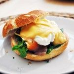 Vejce Benedikt s holandskou omáčkou Eggs, Breakfast, Food, Morning Coffee, Egg, Meals, Egg As Food, Morning Breakfast