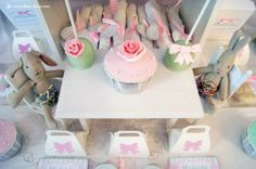 The beautiful cupcakes and cakepops for this Maileg 1st birthday