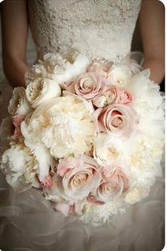 Brautstrauß im Winter: Creme und Weiß