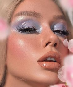 "DAILY CONTENT|MAKEUP|RETOUCH on Instagram: ""Glossy sky 💙 ⠀⠀⠀ Used: ⠀⠀⠀ #deckofskarlet Edition No.-13 Hi-shine gloss CHAMPAGNE DREAMS #hudabeauty Highlighter Pink Sands Lash Scarlett…"""