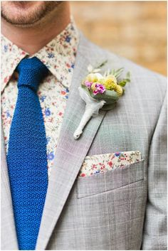 groom outfit inspiration attire for the groom floral shirt + pocket square anushe photography v/ london bride Camisa Floral, Groom Attire, Groom And Groomsmen, Groom Suits, Navy Groom, Wedding Trends, Wedding Styles, Wedding Blog, Wedding Ideas