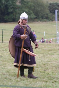 Anglo-Saxon Housecarl with Dane axe at the battle of Hastings European History, British History, Character Portraits, Character Art, Vikings, Ottonian, Viking Reenactment, Germanic Tribes, Anglo Saxon
