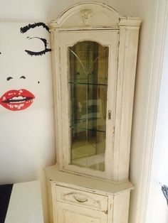 Shabby Chic Corner Cabinet Glass Shelves   Is This The Kind Of Effect Youu0027d