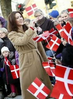MYROYALS &HOLLYWOOD FASHİON: Crown Princess Mary visited the Lind Care and Activity Center, Herning, December 12, 2013