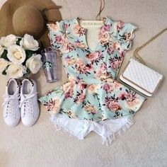 Read com shorts 2 from the story os perfeitos looks Para Suas Historias. Summer Outfits, Casual Outfits, Cute Outfits, Juicy Couture, Peplum Top Outfits, Look Retro, Teen Fashion, Womens Fashion, Spring Wear