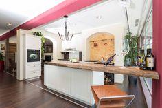 """Eine """"Finca"""" Landhausküche hat ein besonderes Lebensgefühl. Kitchen Island, Home Decor, Custom Kitchens, New Kitchen, Kitchen Contemporary, Home Kitchens, Island Kitchen, Decoration Home, Room Decor"""