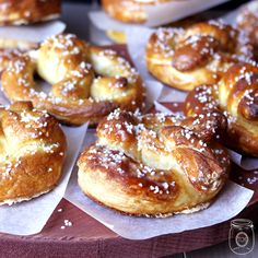 Home Made Hot Soft Pretzels oh so EASY! - The Cottage Market (homemade soft pretzels friends) Hot Pretzels Recipe, Homemade Soft Pretzels, Homemade Food, Appetizer Recipes, Snack Recipes, Cooking Recipes, Appetizers, Bread Recipes, Tasty Snacks