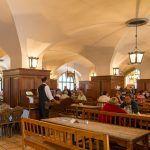 Kleiner Deutschland Restaurant-Knigge mit vielen Infos zu typischen Speisen. Wiener Schnitzel, Restaurant, Warm Food, Snack Station, Germany, Diner Restaurant, Restaurants, Dining