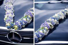blue car, blue flowers - very nice - Wedding Car, Wedding Venues, Floral Wedding, Wedding Flowers, Blue Peach, Blue Flowers, Floral Design, Wedding Decorations, Bride