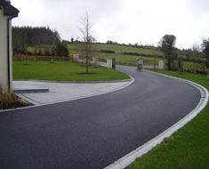 Landscape design entrance - tarmac surfacing and granite paving & kerbs. Driveway Blocks, Driveway Paving, Driveway Design, Garden Paving, Circular Driveway, Driveway Landscaping, Driveway Ideas, Tarmac Drives, Front Garden Path