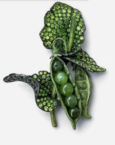 Peas by Hemmerle with jadeite and demantoid garnets