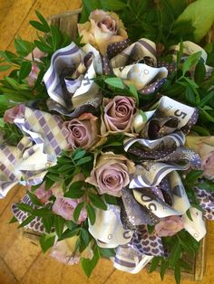 Diy Gifts For Friends, Gifts For Teens, Wedding Gift Wrapping, Wedding Gifts, Money Rose, Flower Boquet, Money Bouquet, Creative Money Gifts, Money Flowers