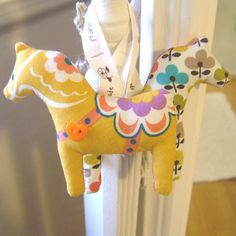 I would like one of these (or both) fabric Dala horses as ornaments.