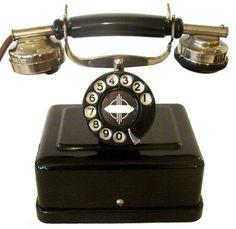 Art Nouveau and Art Deco, Art Deco Telephones - Cris Figueired♥ Vintage Phones, Vintage Telephone, Art Nouveau, Radios, Objets Antiques, Love Vintage, Vintage Hats, Art Et Architecture, Antique Phone