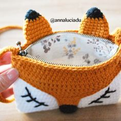 OK. I finnally add zipper and linning to this fox strap bag. , OK. I finnally add zipper and linning to this fox strap bag. Crochet Pencil Case, Crochet Pouch, Crochet Diy, Love Crochet, Crochet Gifts, Crochet Bags, Crochet Ideas, Crochet Shell Stitch, Crochet Stitches