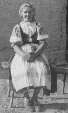 Slovak-folk-costumes: Omšenie, Slovensko/SLOVAKIA