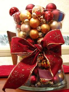 What a centerpiece! Christmas Home, Christmas Holidays, Christmas Wreaths, Christmas Crafts, Christmas Ornaments, Christmas Tablescapes, Christmas Centerpieces, Christmas Arrangements, Fall Door Decorations