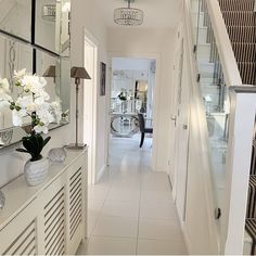 All white room, white rooms, entrance ideas, house entrance, radiator cover Stairs In Living Room, Living Room Decor Cozy, House Stairs, Interior Design Living Room, Stairs Window, Narrow Hallway Decorating, Foyer Decorating, All White Room, White Rooms