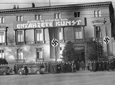 """Eröffnung der Ausstellung """"Entartete Kunst"""" in Berlin, 1938"""