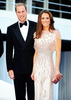 I just love this dress. Jenny Packham as worn by the Duchess of Cambridge (Kate Middleton) at the Absolute Return for Kids Gala Dinner. george,Kate and Wills and George,Kate Middleton,otro mundo el de la Realeza,Prince W Looks Kate Middleton, Estilo Kate Middleton, Jenny Packham, Herzogin Von Cambridge, Princesa Kate Middleton, Prince William And Catherine, William Kate, Estilo Real, Prince And Princess