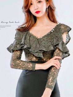 مدل شومیز حریر و گیپور زنانه به همراه چند مدل بلوز گیپور Sleeves Designs For Dresses, Dress Neck Designs, Blouse Designs, Iranian Women Fashion, Asian Fashion, Simple Gowns, Fancy Tops, Donia, Western Dresses