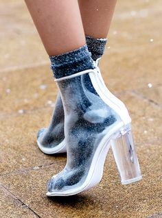 Parce qu'on ne se lasse jamais de regarder des chaussures, surtout celles que les It girls et les rédactrices mode enfilent pour aller aux défilés. Cinq tendances confirmées par l'exigeante fash pack.