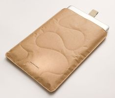 Papernomad / Biodegradable, waterproof and tear-resistant paper based Mac sleeves