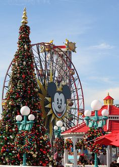 christmas at disneys california adventure disneyland christmas disneyland 2017 christmas holiday disney holidays - When Does Disneyland Decorate For Christmas 2017