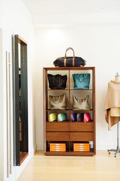 Cuyana Showroom. Buy less, buy better.