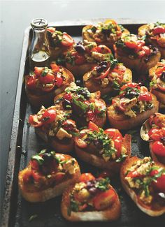Last minute potluck moai? Make this! Greek-inspired bruschetta will only take you 15 minutes.