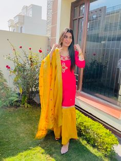 Indian Fashion Dresses, Dress Indian Style, Indian Designer Outfits, Indian Outfits, Designer Dresses, Teen Girl Photography, Photography Poses, Stylish Dress Designs, Stylish Dresses