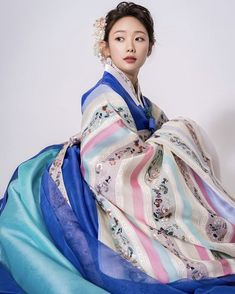 Korean Hanbok, Korean Dress, Korean Outfits, Korean Traditional Dress, Traditional Dresses, Korean Design, Beautiful Costumes, Cute Korean, Korean Women