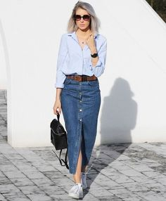 long denim skirt and sneakers - Outfits Women Long Denim Skirt Outfit, Denim Skirt Outfits, Denim Outfit, Long Denim Skirts, How To Wear Denim Jacket, Jean Skirts, Jacket Jeans, Midi Skirts, Jeans Rock