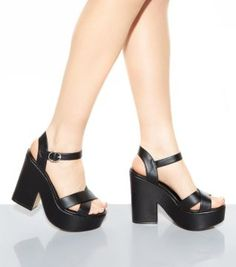 Black Woven Hoop Sandals | Block heels