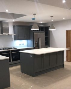 Kitchen all ready for the post build clean tomorrow 🙌🏻🙌🏻🙌🏻🙌🏻 Kitchen Furniture, Kitchen Interior, Interior Design Living Room, Outdoor Furniture, Open Plan Kitchen Living Room, Kitchen Family Rooms, Shaker Kitchen, New Kitchen, Kitchen Ideas