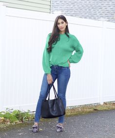 In this blog post, I explain the magic of the perfect pair of shoes and what it can do for your fall and winter outfits this season(s). Plus, you can shop these amazing tweed, bow detailed loafers! Simple Outfits, Trendy Outfits, Winter Style, Autumn Winter Fashion, Flattering Outfits, Hourglass Shape, Kinds Of Shoes, Only Fashion, Sweater Outfits