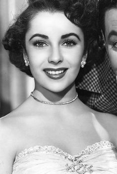 Elizabeth Taylor defined modern celebrity and is considered the last classic Hollywood icon. Elizabeth Taylor Trust and Elizabeth Taylor Estate. Hollywood Icons, Old Hollywood Glamour, Golden Age Of Hollywood, Vintage Glamour, Old Hollywood Stars, Hollywood Actresses, Classic Hollywood, Divas, Amanda
