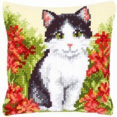 Cat in Flower Field - kruissteekkussen - Vervaco