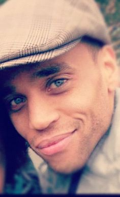 that smile <3  Michael Ealy. A new favorite. Almost human it's the new show